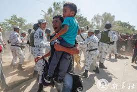 คาราวานผู้อพยพจากอเมริกากลาง ลุยแม่น้ำเข้าเม็กซิโก เพื่อมุ่งหน้าสู่  'สหรัฐฯ'