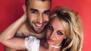 Britney spears ' longtime boyfriend sam asghari broke his silence on the singer's controversial father and conservator jamie spears after the release of the new york times ' framing britney spears. Britney Spears Boyfriend Sam Asghari Officially Supporting Freebritney Movement