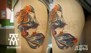 акварельная татуировка русалка на бедре цветная тату метла тату