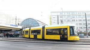 Quietschende Tram am Alex treibt Anwohner in den Wahnsinn – B.Z. ...
