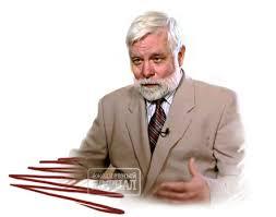 Ежедневный Журнал По первой специальности радиоинженер По второй экономист математик Диссертация была посвящена математическому доказательству краха социализма