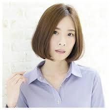 流行に左右されない50代のヘアスタイルはミディアムストレートで美しさを