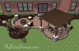 curvy pergola covered dining patio