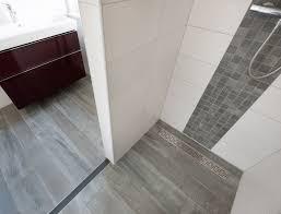 Vloertegels In Badkamer Luxe Houtlook Tegels In Woonkamer En Mozaek