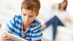 Resultado de imagen para niños con celular