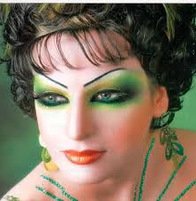while browsing the net i came across some very beautiful gulf makeup styles but boy some of the stuff that s out there is just wow