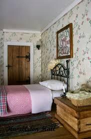 Miniature Dollhouse Bedroom Furniture 17 Best Images About Miniature Dollhouse On Pinterest Robins