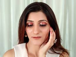 glossy eyes trend can actually be wearable easy glossy eyelids tutorial
