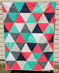 Best 25+ Triangle quilts ideas on Pinterest | Triangle quilt ... & 7 Equilateral Triangle Quilts to Inspire! {plus a pillow} Adamdwight.com