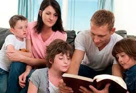 La importancia de leer la Biblia cada día en familia   Familia y Vida