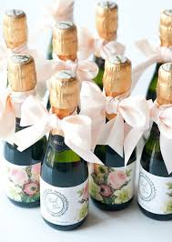 10 wedding favors your guests won't hate! favors, weddings and Nice Wedding Giveaways 10 wedding favors your guests won't hate! beautiful wedding giveaways