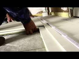 Auf dem fußboden klackert niko mit steinen. Projekt Studiobau Mit Plan B Der Boden Folge 09 12 Youtube