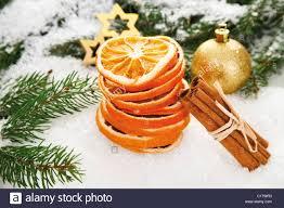 Getrocknete Orangenscheiben Mit Zimtstangen Ein Christbaum