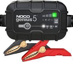 NOCO GENIUS5EU, 5A Vollautomatisches Intelligent Ladegerät, 6V und 12V  Batterieladegerät, Erhaltungsladegerät, und Desulfator für Auto, Motorrad,  KFZ, LKW, PKW, Boot, Roller, Wohnmobil und Wohnwagen: Amazon.de: Auto