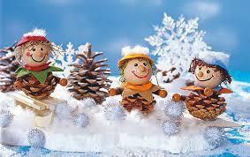Mit Tannenzapfen Basteln Im Schnee Familiede