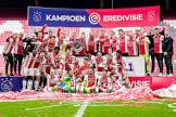 אייאקס זכתה באליפות הולנד בפעם ה-35 בתולדותיה