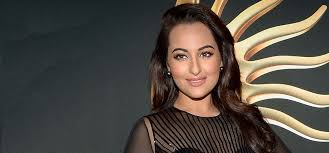 sonakshi sinha at colombo airport without makeup