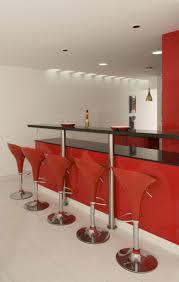 Haus Bar Design Mit Modernen Roten Barhocker Und Glossy