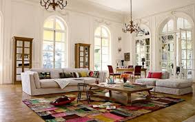 How To Decorate Large Living Room: White Living Room With Rug, Wood Coffee  Table