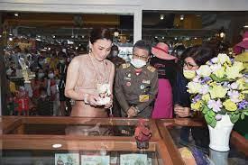 พระราชินี'เสด็จฯทอดพระเนตรร้าน 109 ณ ศูนย์การค้าดิโอลด์สยาม สยามรัฐ