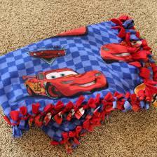 How to Make Tie Fleece Blankets: 29 Tutorials   Guide Patterns & Tied Fleece Blanket Adamdwight.com