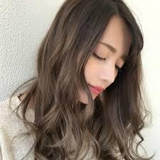 ツヤ感を纏う軽やかヘアカラー2017冬注目3dカラーで遊びを感じる髪色