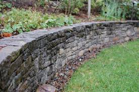 curving dry stacked retaining wall