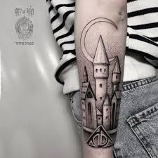 татуировки для мужчин и женщин замок на предплечье голени эскизы