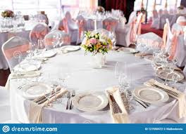 Round Table Settings For Weddings Round Table At A Luxury Wedding Reception Beautiful Flowers