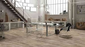Sicherlich wollen sie, dass ihr innendesign nicht nur schön im wohnzimmer können unterschiedliche arten von materialien eine richtige interieur lösung sein, im badezimmer und in der küche aber sollte man etwas mehr aufpassen. Fliesen In Holzoptik Das Beste Aus Zwei Welten