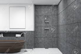 Badezimmer Mit Badewanne Aus Holz Einer Dusche Weißen Wänden Und
