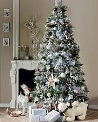 white christmas tree decorating ideas | 33 Exciting Silver And White  Christmas Tree Decorations | DigsDigs