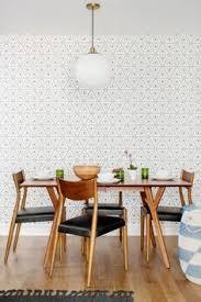 salle à manger au mur en papier peint géométrique mur effet 3d