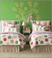 via laylagrayce 3 layla grayce this bedding is having a funky pink and green big dots print over a white base teenage girls will simply want this