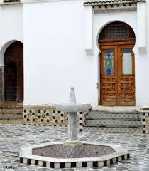 quelques jolies ancienne portes de style mauresque et truque qui dates de l époque ottomane ancienne maison du dey bardo casbah