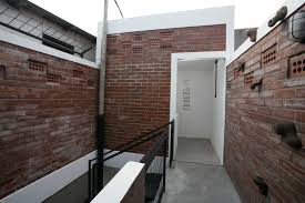 urban office architecture. Photo Corridor Gunung Sahari House 9 Desain Arsitek Oleh WEN Urban Office Architecture