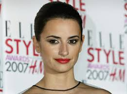 penelope cruz was a sultry diva at the elle style awards the actress