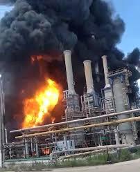 Explozie și incendiu la Rafinăria Petromidia din Năvodari. Şase răniţi şi un dispărut - Monitorul de Botoșani