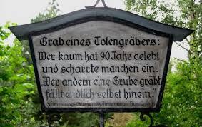 Lustige Grabsteinsprüche Grabsprüche Grabinschriften Mit Witz