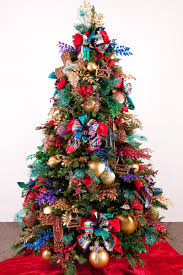 5 Different Christmas Tree Decorating Ideas With Colored Lights On