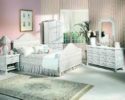 Types of Wicker Bedroom Furniture