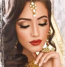 golden makeup ideas with golden dress