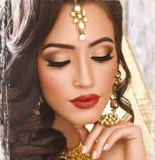 golden makeup ideas with golden dress