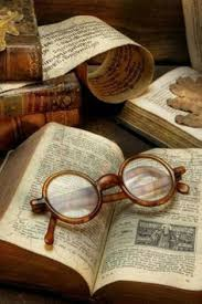 national book day is august to help you celebrate this day we are showcasing 15 ways that you can use books in eyewear and accessories displays