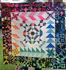 Jennie's Threads: 365 Quilt Challenge [Progress] & I cannot begin to tell you how pleased I am with this! From a vague image  in my head, and three and a half months of piecing a block a day (or ... Adamdwight.com