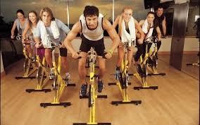 Personas haciendo ejercicio eficiente