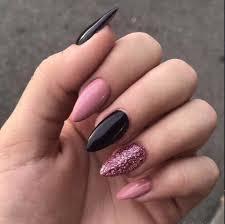 black nail art design ideas min