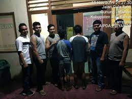 Ali rahman sebagai bupati dan wakil. Warung 3s Kabupaten Way Kanan Lampung L300 Hantam Sebuah Warung Di Way Kanan Mediasembilan Co Id Kabupaten Way Kanan Aksara Lampung