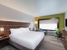 Business Hotel in Chanute | Holiday Inn Express & Suites ...