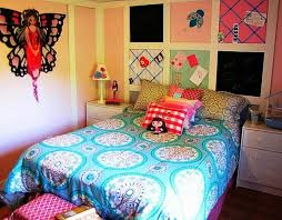 Diy Wall Papercraft And Table Night Lamp With Floral Sticker On It For Teen  Bedroom Decor Also 3 Drawers Nightstand